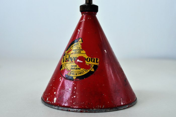 Valve Spout Oil Can